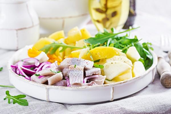 matjesalat-mit-sahne-apfeln-zwiebelen
